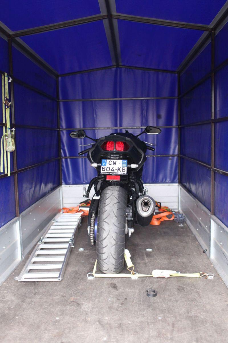 Motocykl na przyczepie